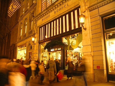 NY- Henri Bendel- 5th Avenue Christmas shoppers