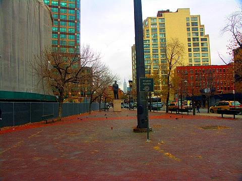 NY- Duarte Park Statue- Empire State Building
