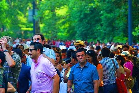NY- People lining up for the free Bon Jovi Concert in Central Park