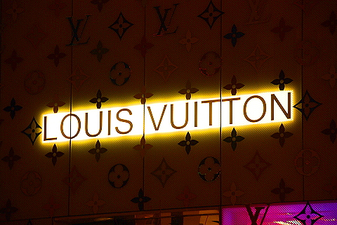 NY- Louis Vuitton Christmas windows 2008